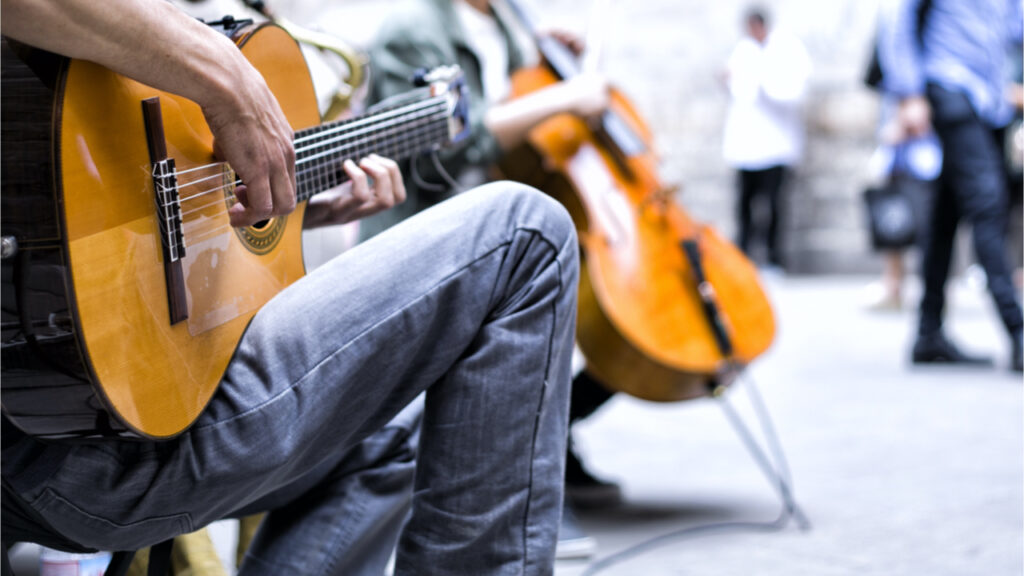busking-for-bitcoin:-report-finds-street-performers-depend-on-digital-payments