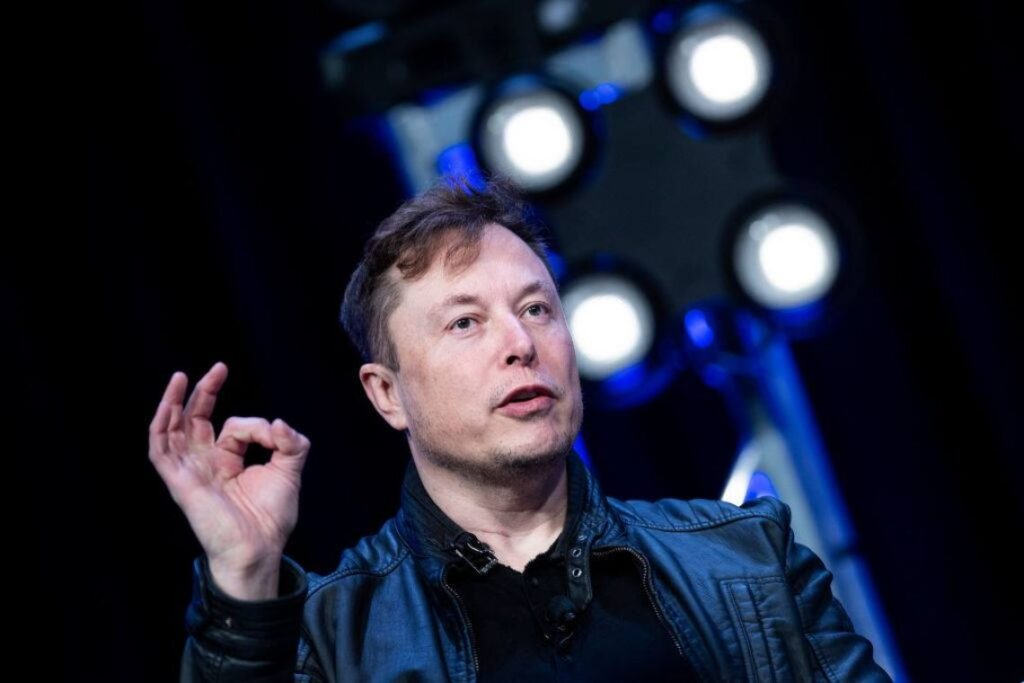 """elon-musk-and-the-story-with-apple:-""""false-and-boring-book"""""""